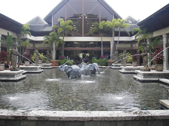 Loews Royal Pacific Resort at Universal Orlando:                                     The lobby and lounges surround this beautiful fountain area
