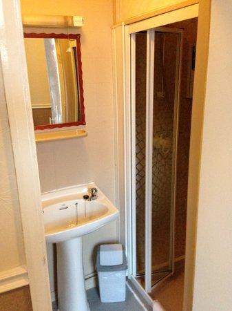 Aberford Hotel: The bathroom