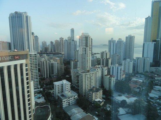 Hotel Riu Plaza Panamá:                                     Vista desde el piso 24
