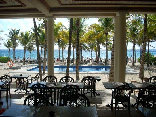Hotel Riu Lupita:                                     Pool at beach club