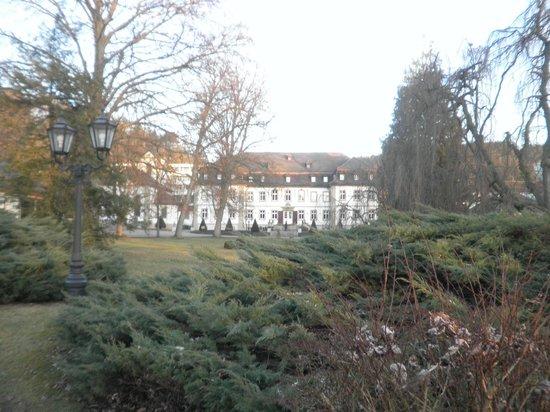 Schlosshotel Bad Neustadt : Vista posterior del hotel