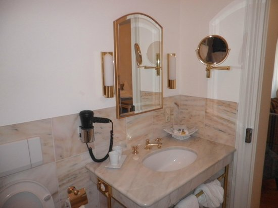Schlosshotel Bad Neustadt : Baño