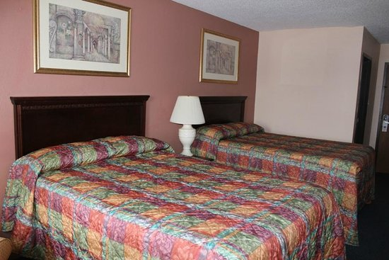 Knights Inn Wentzville MO: Double Bed