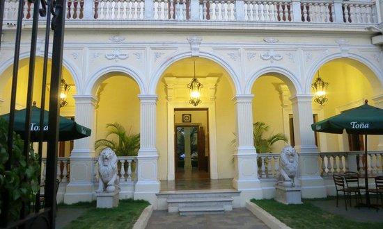 La Perla Hotel:                   La Perla front courtyard