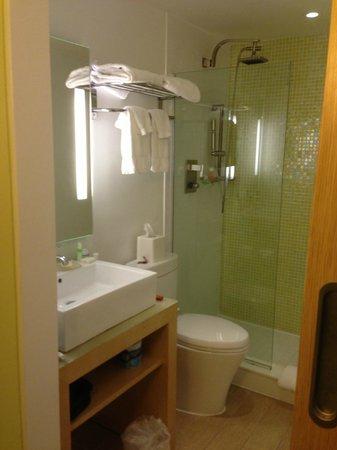 Daddy O Hotel: our bathroom