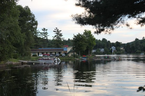 Adirondack Motel: Free use of canoes and kayaks