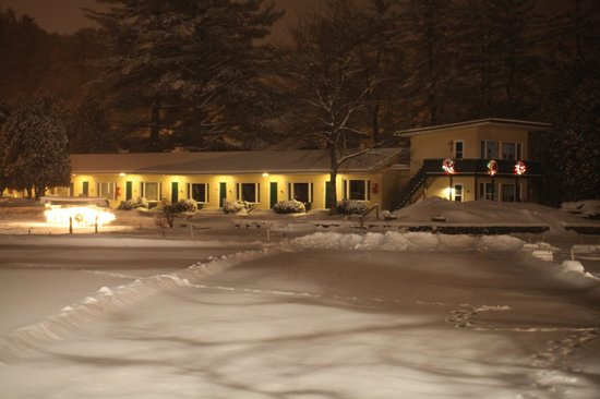 Adirondack Motel: Winter evening