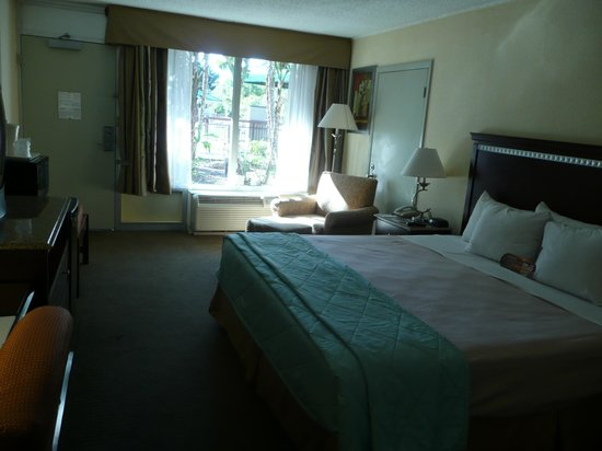 Clarion Hotel & Conference Center : Room, from far end