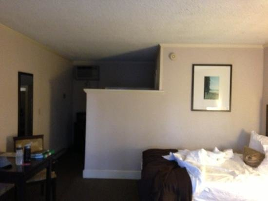 BEST WESTERN PLUS Inn of Ventura: changing area and closet behind wall for privacy