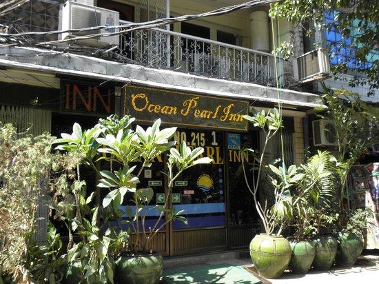 Ocean Pearl Inn: Front of the hotel