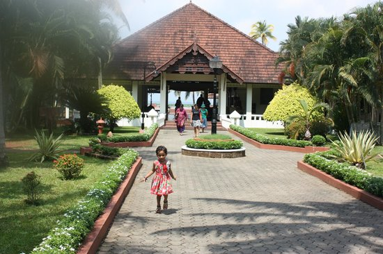Abad Whispering Palms Lake Resort:                   Entrance to the lobby