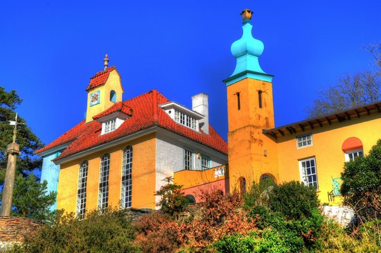Portmeirion Village: colourful buildings