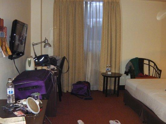 Prescott Hotel Kuala Lumpur - Medan Tuanku:                   Bedroom, table provide and 1x lounge chair