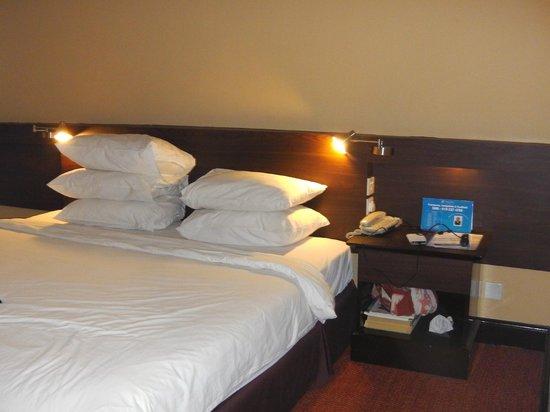 Prescott Hotel Kuala Lumpur - Medan Tuanku:                   Bed, ample pillows supplied