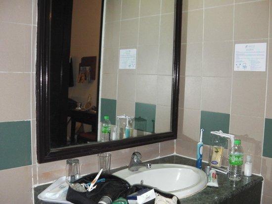 Prescott Hotel Kuala Lumpur - Medan Tuanku:                   bathroom, dark