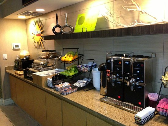 La Quinta Inn & Suites Denver Airport DIA: Breakfast Area - La Quinta DIA
