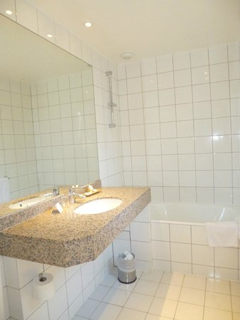 Hotel Astoria - Astotel: Baño sin mampara