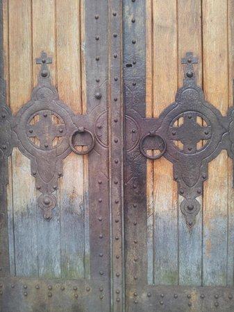 Visoki Decani Monastery: Detail of the wooden doors