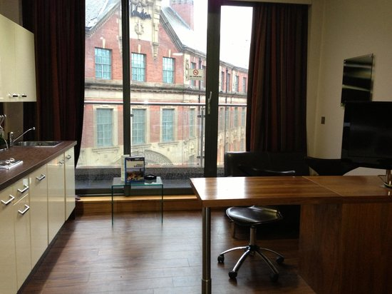 Roomzzz Leeds City:                   Smart Studio with Balcony
