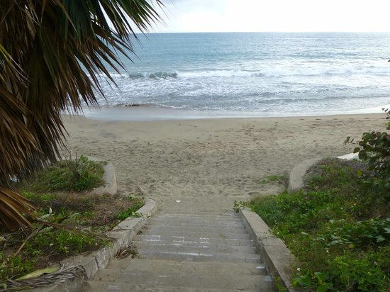 Treasure Beach Hotel:                   Steps to the Beach from TB Hotel