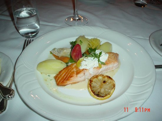 Le Beaujolais: Pacific Salmon