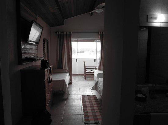 Pousada do Albatroz : habitacion vista al lago