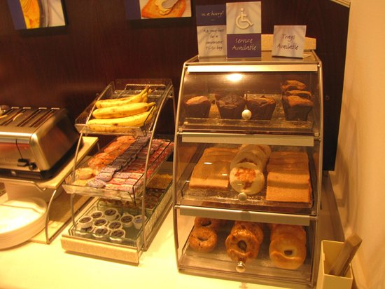 Holiday Inn Express & Suites Terre Haute: Fruit, donuts, bagels, breads and muffins