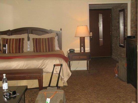 Omni La Mansion del Rio: Bed area of room