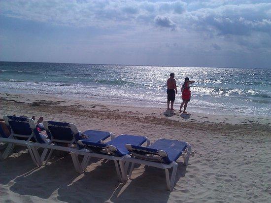 Hotel Marina El Cid Spa & Beach Resort: Caribbean waters!