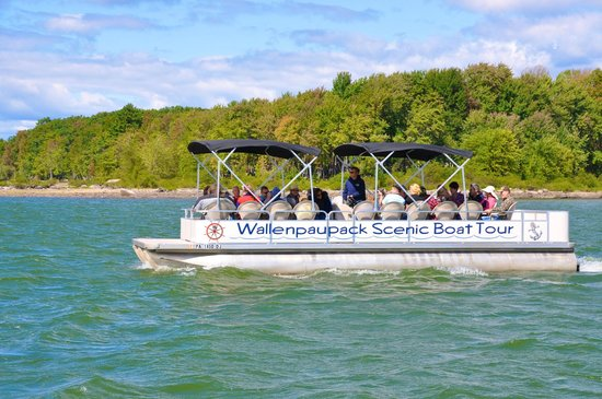 East Shore Lodging: Wallenpaupack Scenic Boat Tour - departs across the street from the Lodging