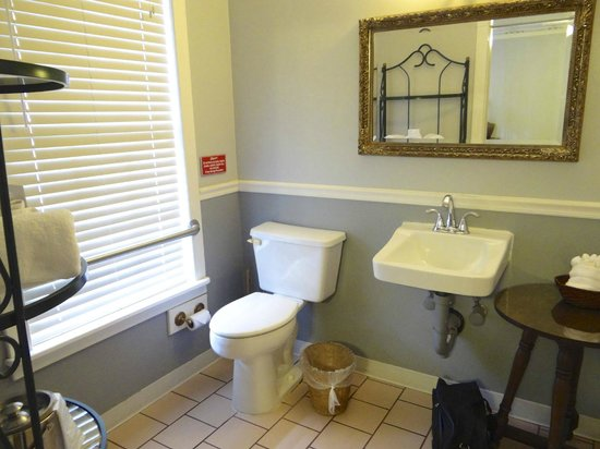 Agustin Inn:                   Bathroom - Greensboro