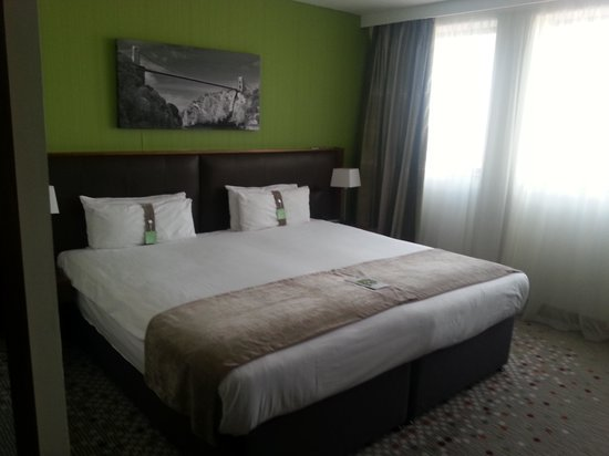 Holiday Inn Bristol City Centre:                   What a Bed