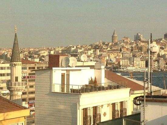 Luxx Boutigue Hotel: This is the beautiful view from my tiny room ^_^