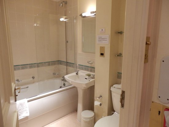 Arundell Arms Hotel:                   en suite