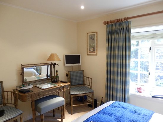 Arundell Arms Hotel:                   bedroom