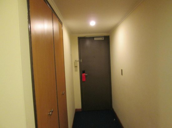 Shelter Suites:                   Pasillo de la habitación
