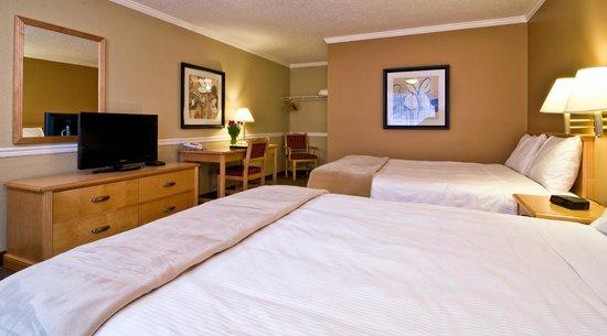 Kelowna Inn & Suites: 2 queen guest room
