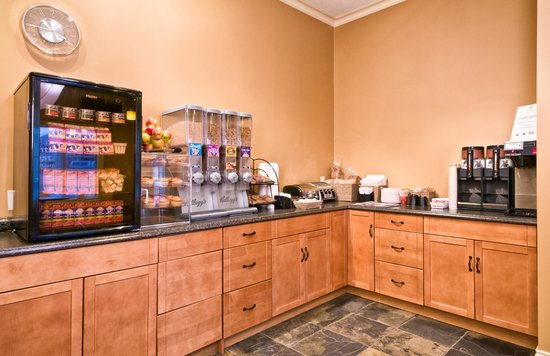 Kelowna Inn & Suites: Continental breakfast with organic options