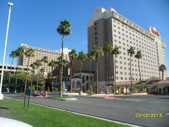 Harrah's Laughlin:                   Hotel exterior