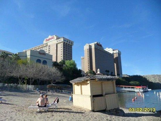 هاراز لوجلين هوتل آند كازينو:                   Beach area looking towards hotel                 