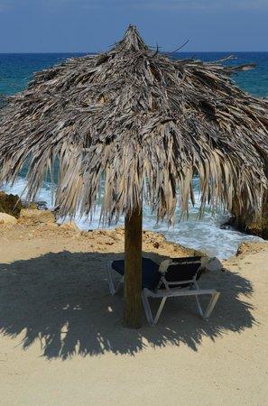 Grand Palladium Jamaica Resort & Spa:                                     Beautiful areas to lie by the ocean
