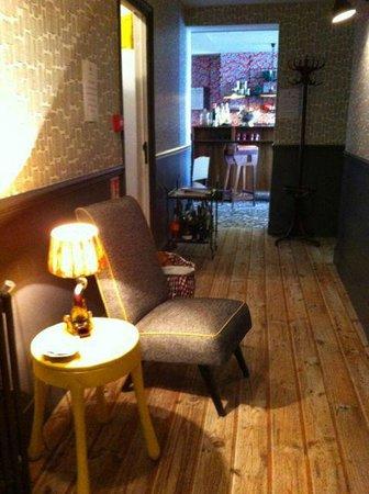 Hotel Les Pilotes : L'accès au bar