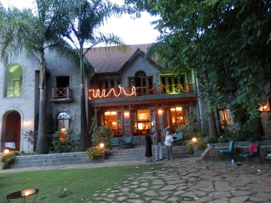 Lake Duluti Serena Hotel:                   Just before dinner at the main lodge