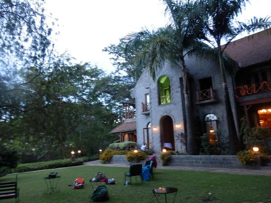 Lake Duluti Serena Hotel:                   Sitting outside the Main lodge