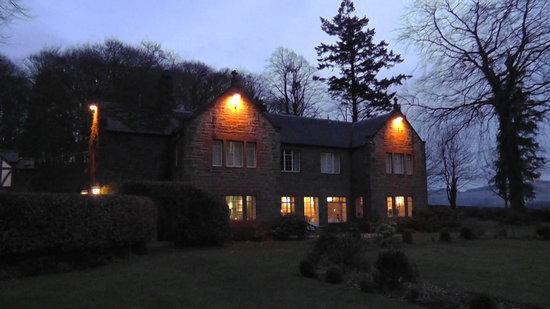 Trigony House Hotel: Trigony House at night