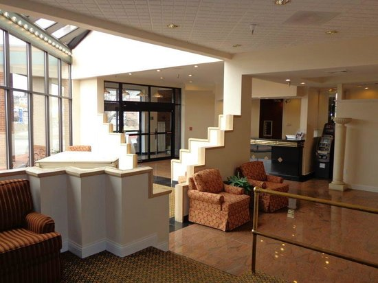 Euro-Suites Hotel: Lobby Area