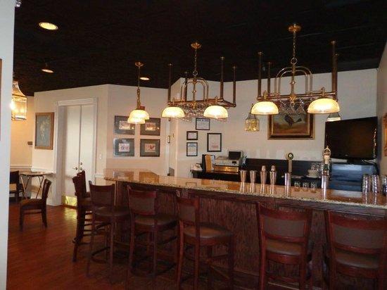 Euro-Suites Hotel: Bar