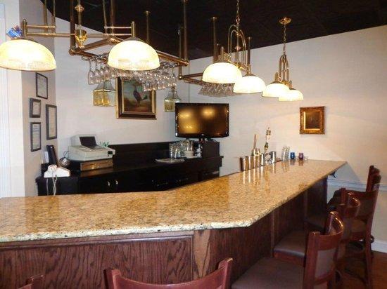 Euro-Suites Hotel: Bar/Lounge