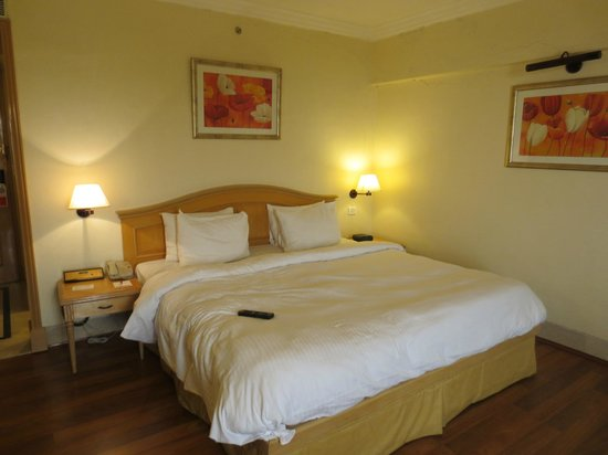 Ramada Plaza Palm Grove : Very comfortable bed