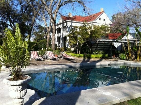 Belle Oaks Inn:                   grounds and pool